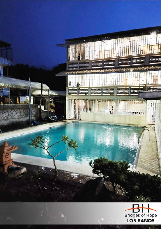 nighttime-pool-view-small